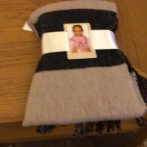 Two piece  marble scarf and gloves BUNDLE ME NWT